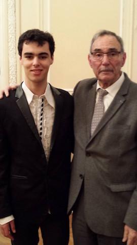 Robin (jeune atteint du SGT) avec Gérard  Humez